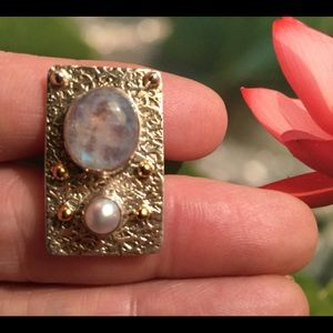 Jewelry - Beautiful Sterling Silver Pearl Moonstone Ring